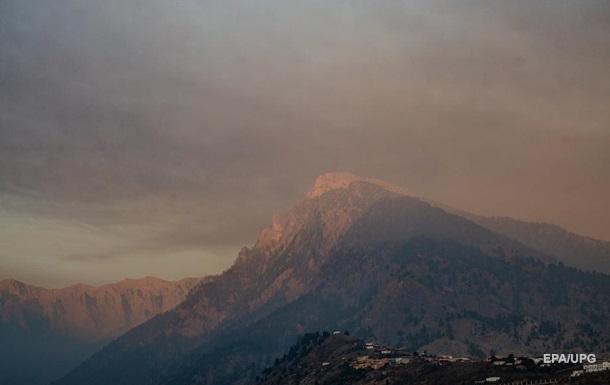 Извержению вулкана на Канарах не видно конца - власти
