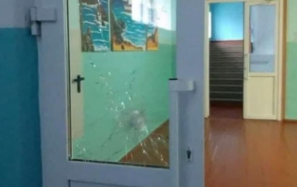 В РФ директор школы уговорила ученика с ружьем не стрелять