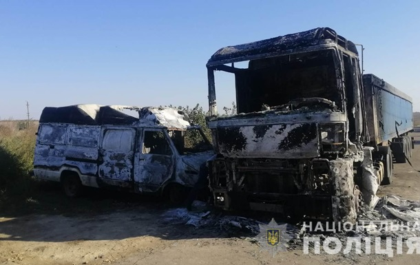 На Одесчине мужчина сжег микроавтобус и грузовик односельчанина из-за мести