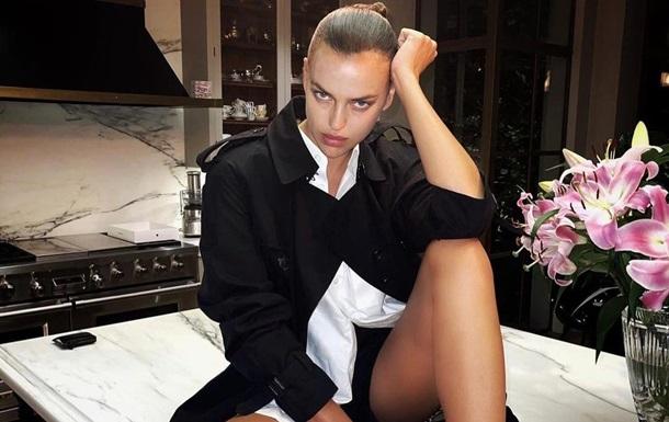 Ирина Шейк снялась топлес