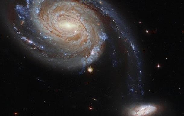 Hubble запечатлел танец двух галактик