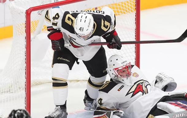 В России хоккеисты подрались сразу после стартовой сирены