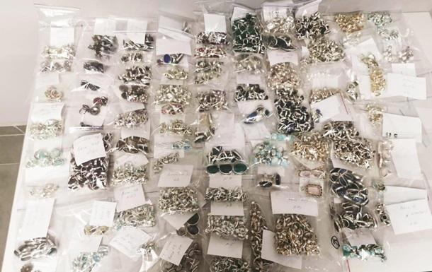 В Одессе пресекли ввоз 10 кг серебряных украшений