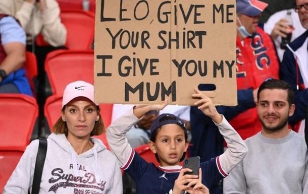 Болельщик попросил футболку Месси в обмен на маму
