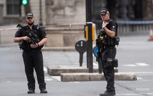 В Лондоне мужчина с ножом напал на пассажиров автобуса