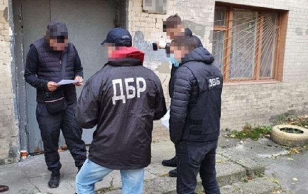 Двух киевских полицейских подозревают в жестоком избиении задержанного