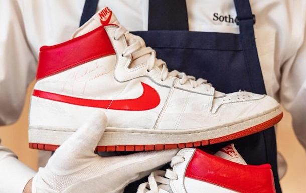 Первые кроссовки Nike, созданные для Джордана, продали за $1,47 млн