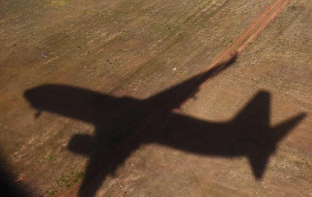 В Индонезии упал грузовой самолет