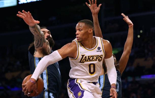 Лейкерс впервые побеждают в НБА