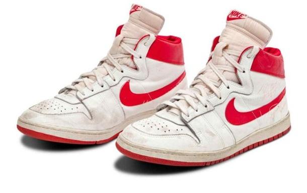 Кроссовки Джордана проданы за почти 1,5 млн долларов