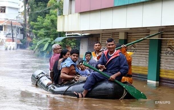 Около 50 человек погибли из-за наводнений в Индии