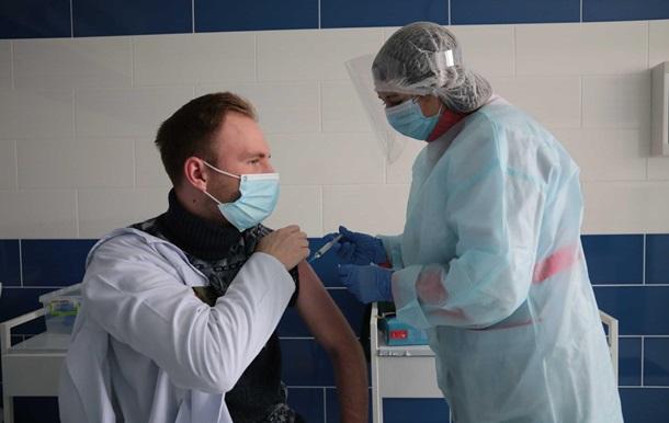 В Украине сделали рекордное число COVID-прививок