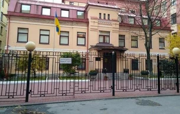 Задержанного в РФ дипломата отпустили